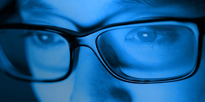 apa-itu-blue-light-adalah-bahaya-sinar-biru-komputer-smartphone-laptop-001